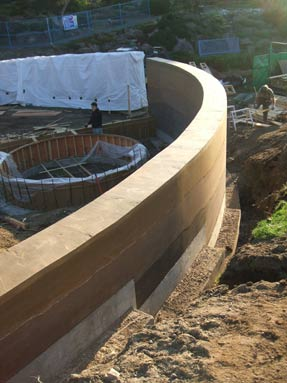 curved-rammed-earth-wall-top