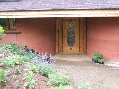 curved-rammed-earth-walls-entrance