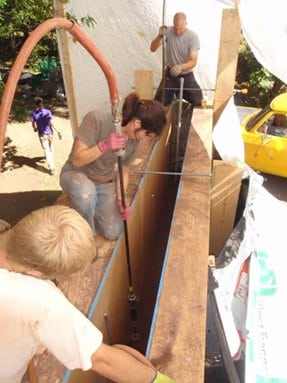 Tamping rammed earth wall
